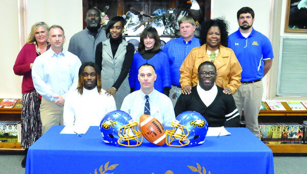 Nettles and Peterson sign with Stillman
