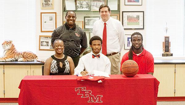 20150730 - TRM Basketball Trae Walker Signing (4 of 19)